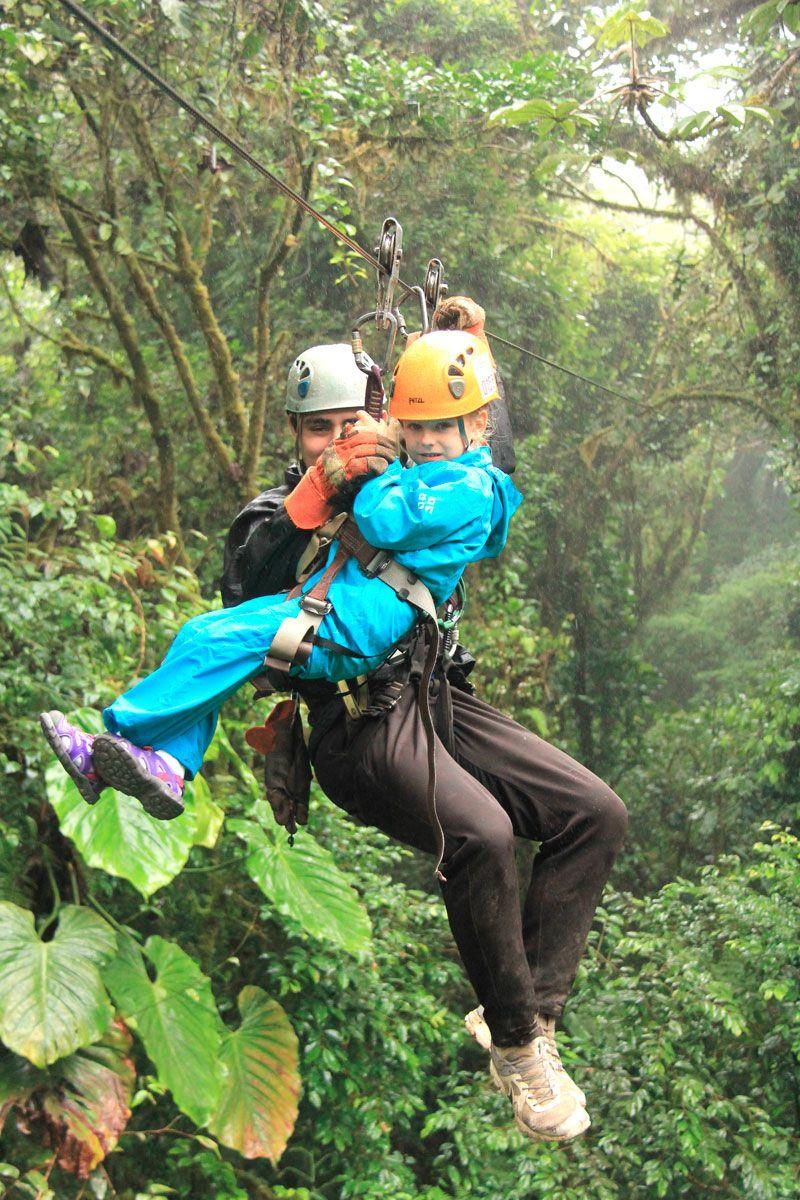 familia en tirolinas de Monteverde Costa Rica