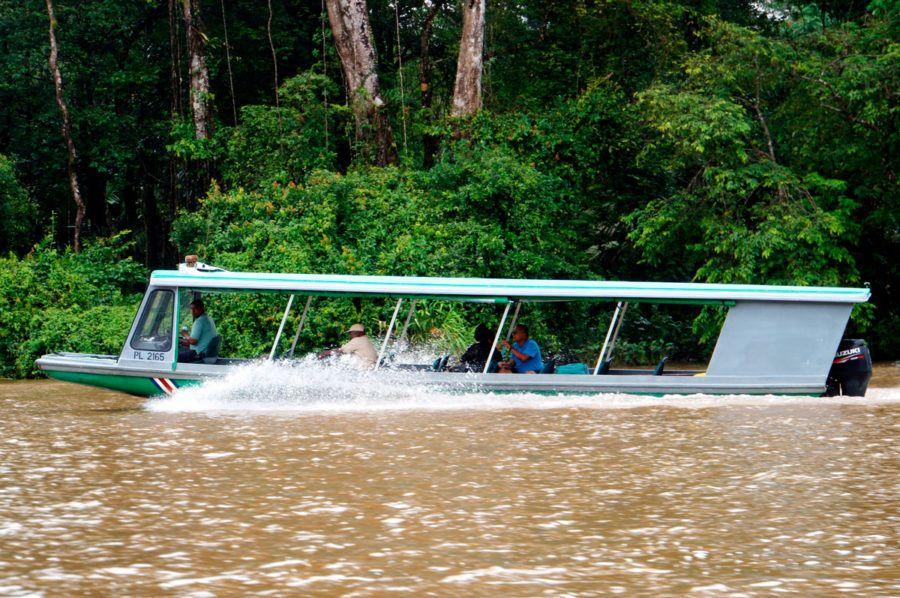 lancha Tortuguero viajes  Costa Rica