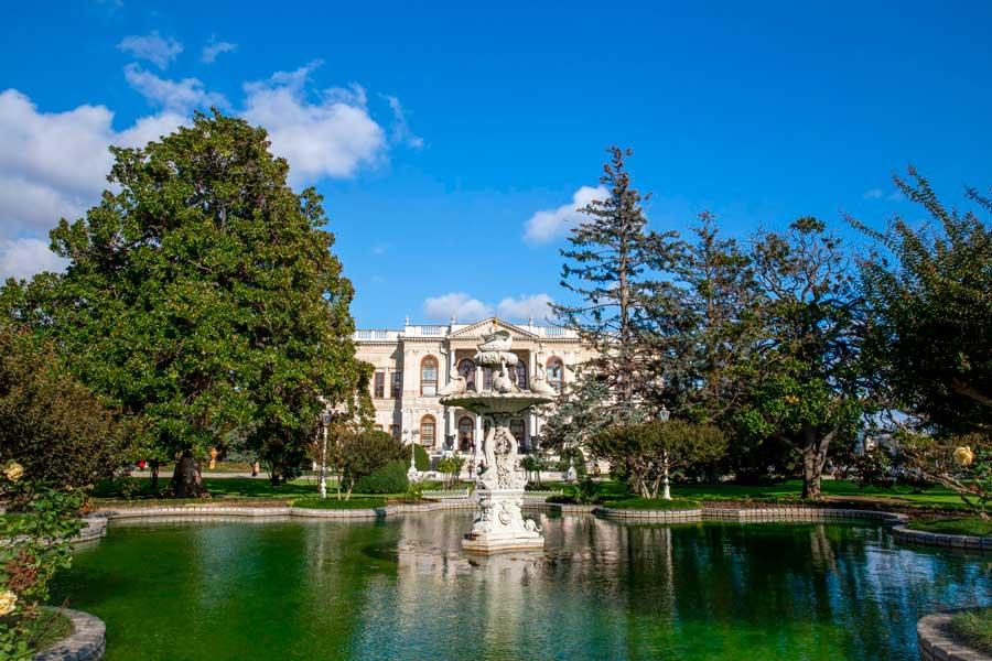 Jardines del Palacio Dolmabahce.