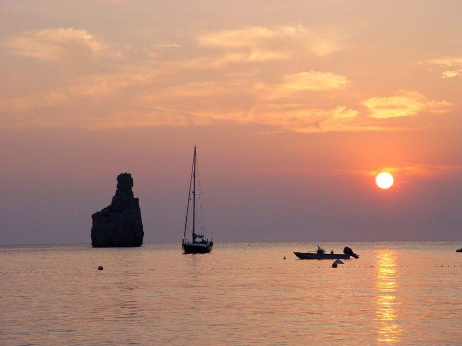 Islote de Cap Bernat, perfecto para ver el atardecer en un viaje con amigas a Ibiza