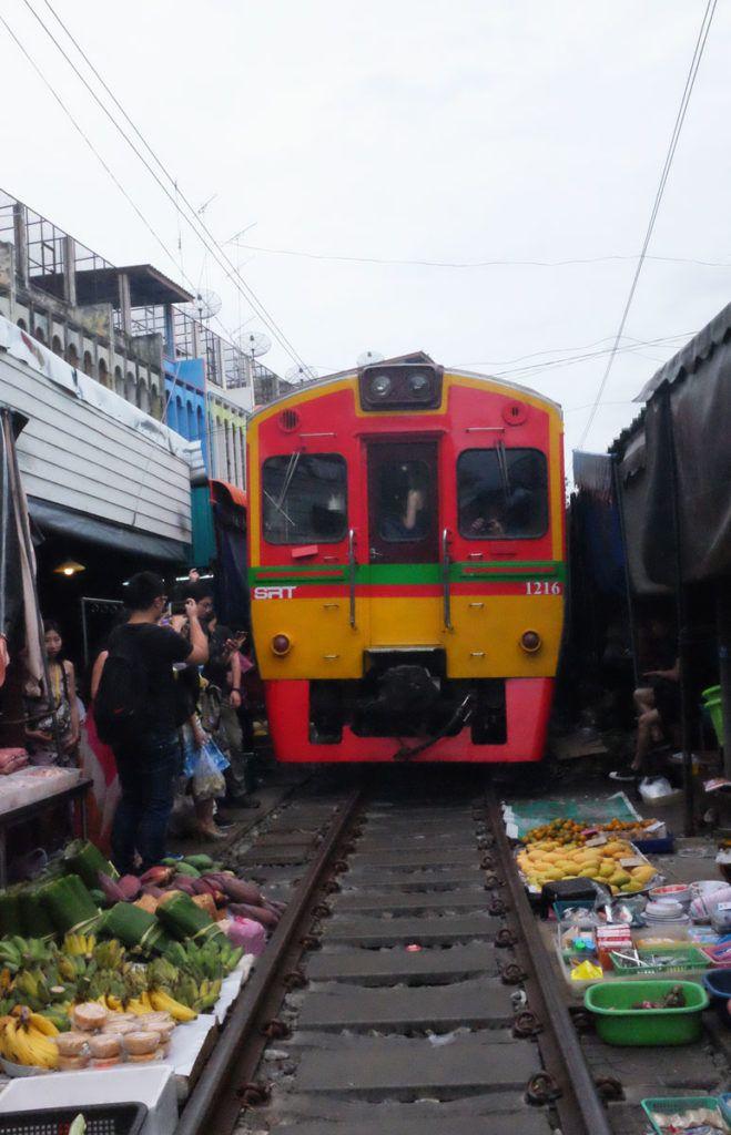 Mercado del Tren Bangkok viaje Asia