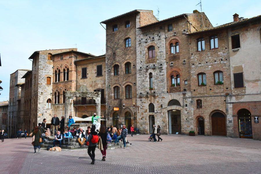 Toscana en coche arquitectura viaje plaza Italia