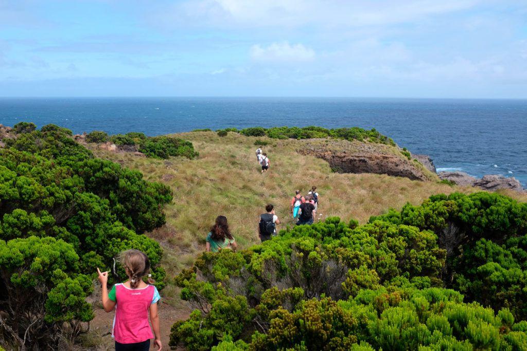 Azores niños familia trekking Agualva