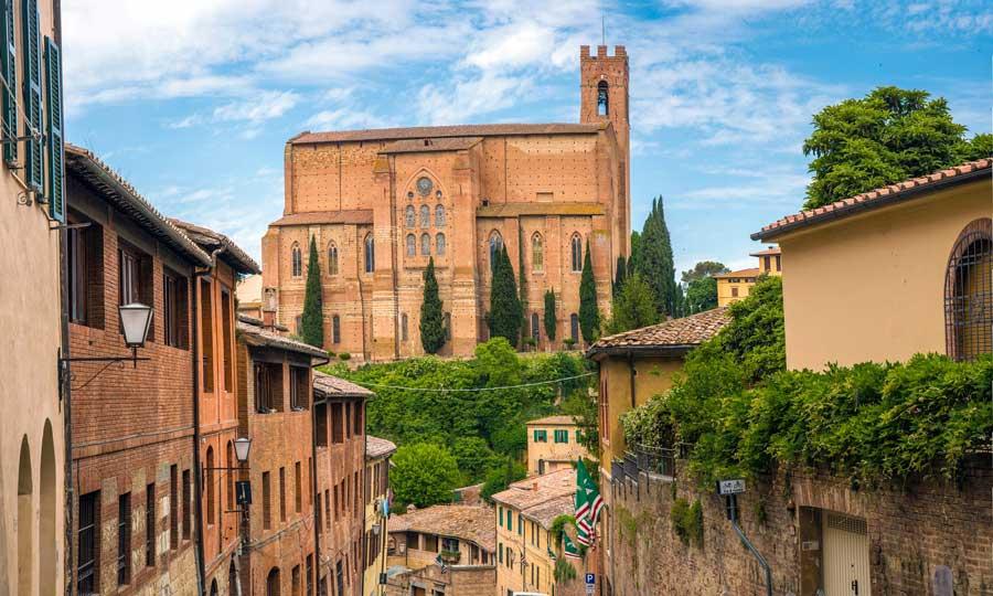 Iglesias en Siena