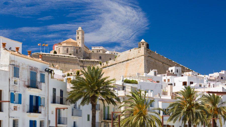 Ibiza es un buen destino para viajar con amigas
