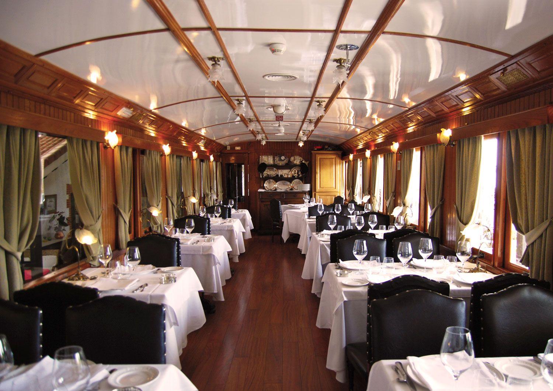Cenar en un tren de Madrid