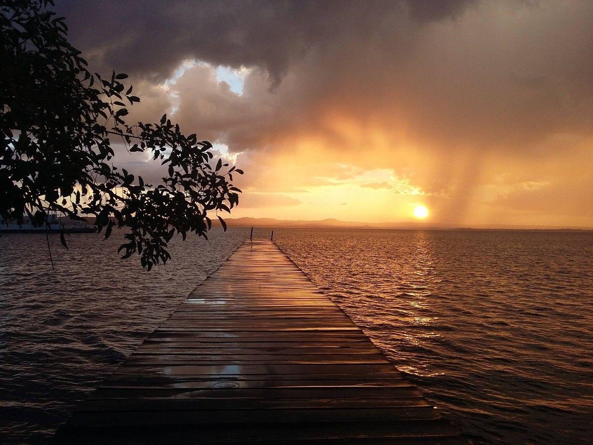 Lago Ypacarai mujeres turismo paraguay