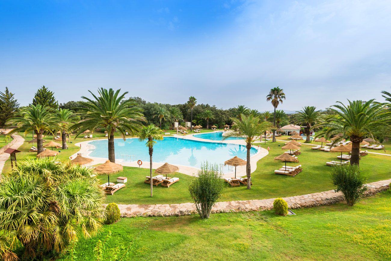 piscina hotel La Bobadilla