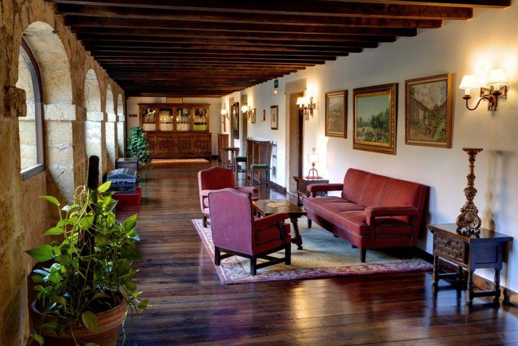 parador cangas de onis, biblioteca parador, viaje asturias