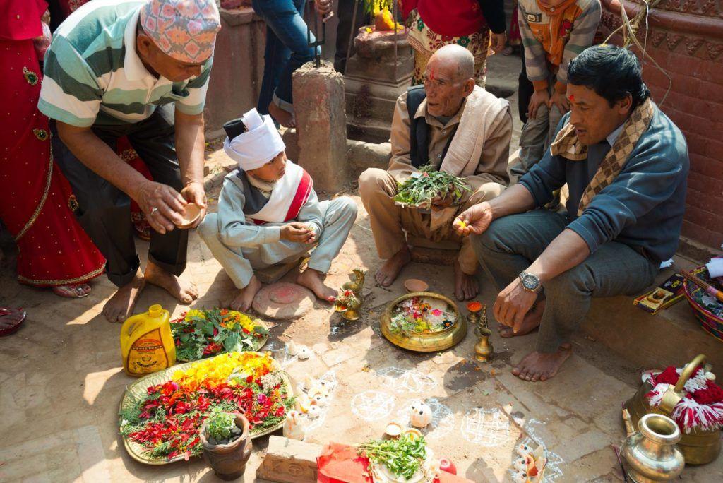 rituales en bhaktapur, viajes mujeres nepal