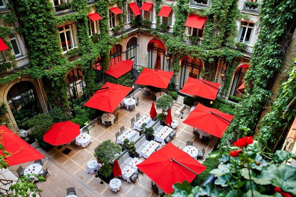 jardin hotel plaza athenee, hotel lujo en paris, viajes mujeres paris