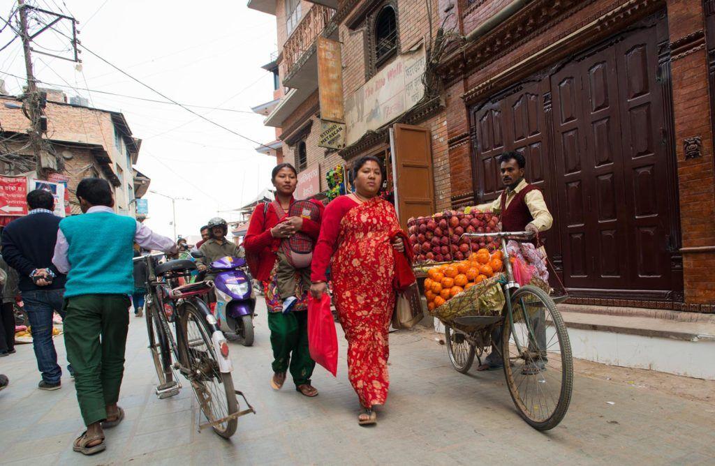 calles de katmandu, viajes mujeres nepal