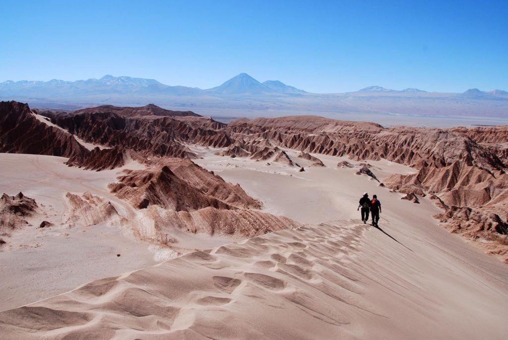 Viajera sola, desierto de atacama, mujeres viajeras, etheria magazine