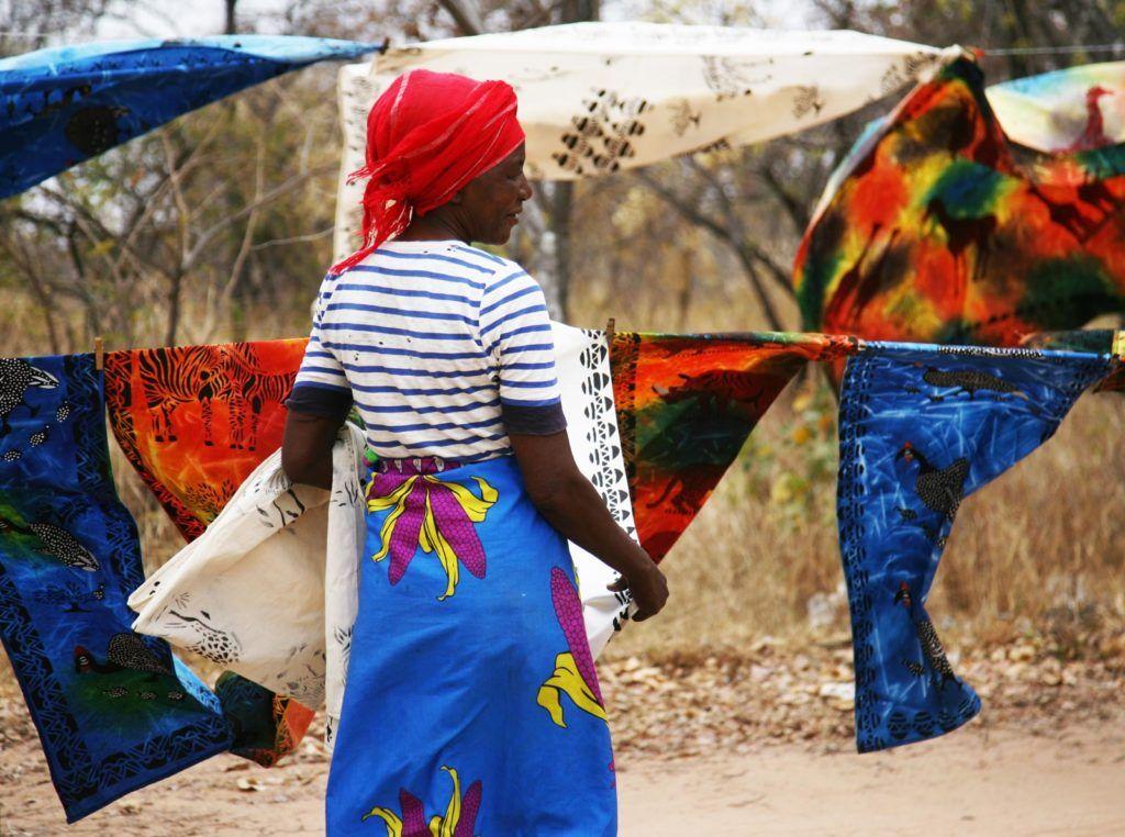 artesania zimbabue, telas de colores, compras en zimbabue
