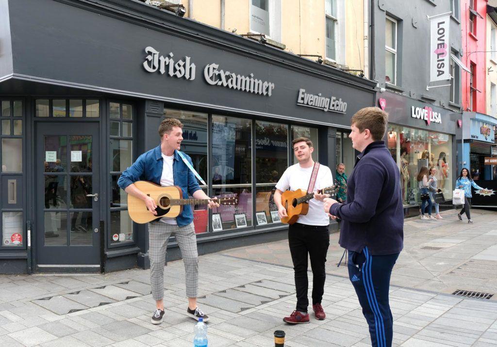 compras en cork, músicos callejeros en cork