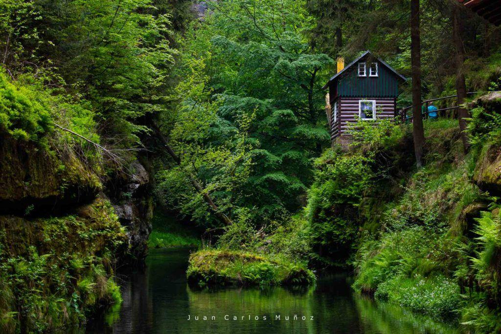 viajes mujeres republica checa, que ver en bohemia suiza, Trail, Gorges of Kamenice River, Bohemian Switzerland National Park, Czech Republic, Europe
