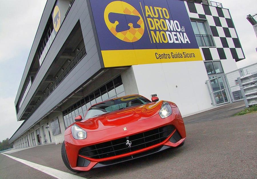 ferrari, autodromo modena, viaje lujo italia