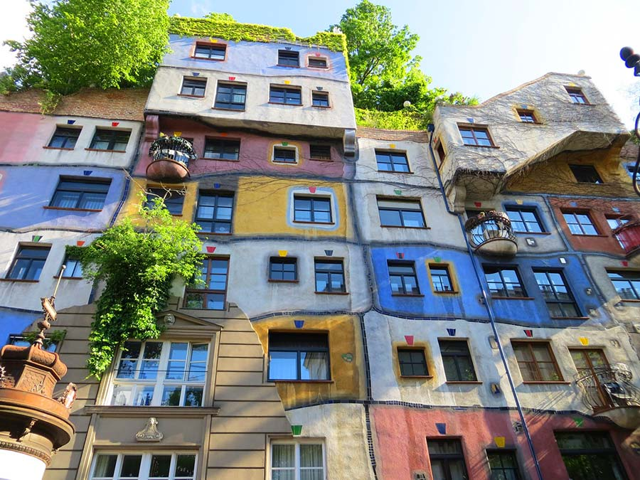Fachada de la Casa Hundertwasser
