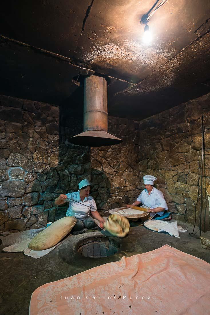 viaje Armenia, Traditional bread elaboration, Armenia, Middle East