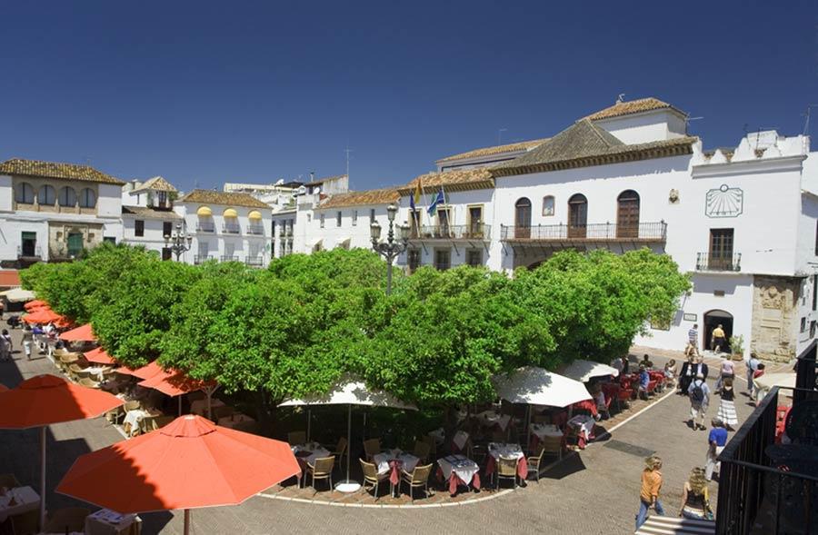 plaza de los naranjos, viaje marbella