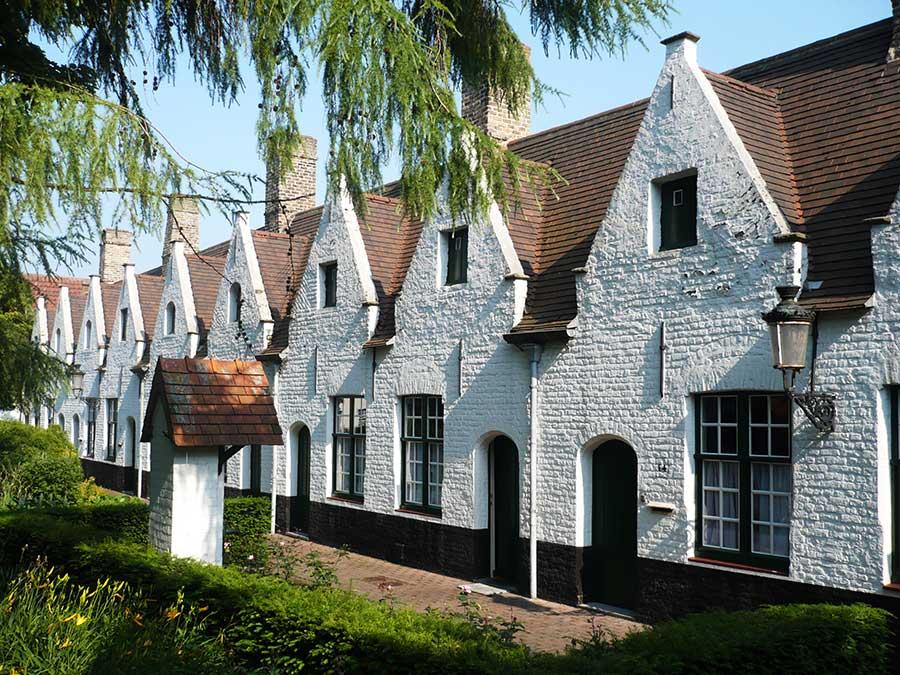 Viaje de mujeres a brujas, que ver en brujas, mujeres de flandes belgica, casa caridad