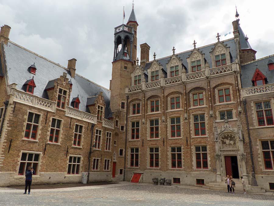Viaje de mujeres a brujas, que ver en brujas, mujeres de flandes belgica, palacio gruuthuse