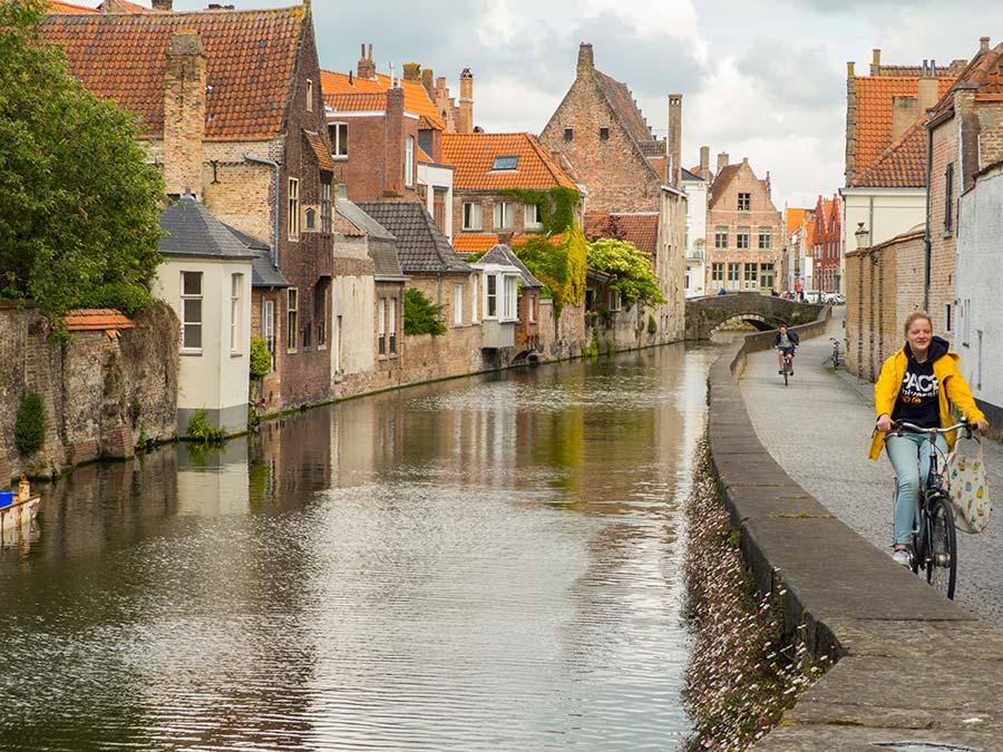 Viaje de mujeres a brujas, que ver en brujas, mujeres de flandes belgica