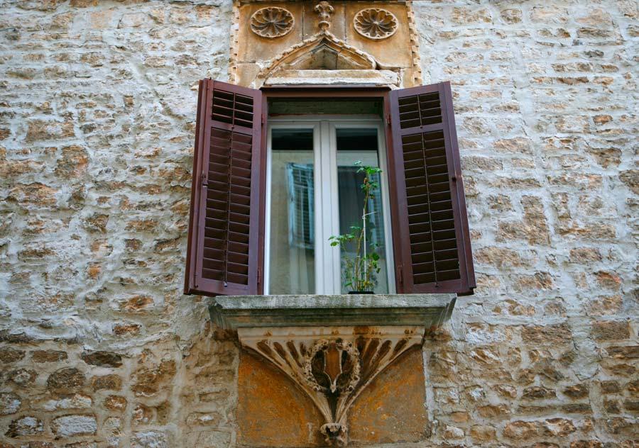 ventanas zadar, paseo por zadar
