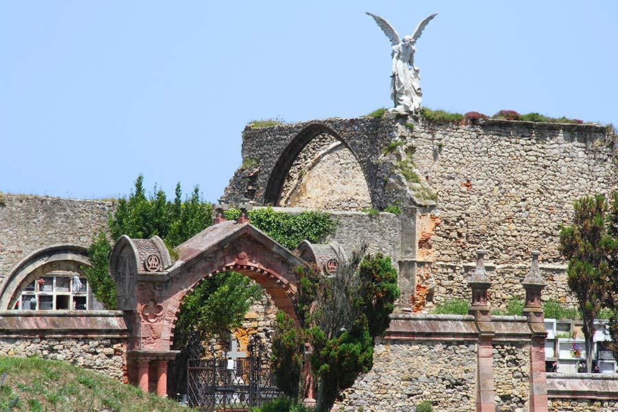 cementerio modernista comillas, pelicula primos