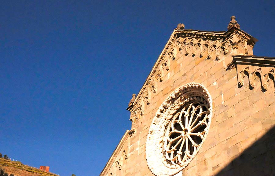 iglesia san lorenzo en manarola viaje cinque terre