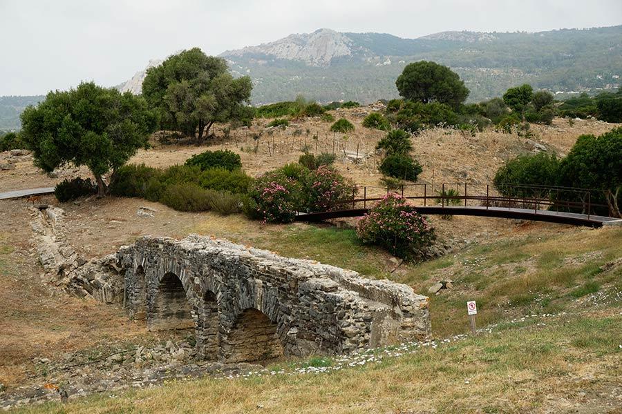Acueducto de Baelo Claudia, ruinas romanas de bolonia, que ver en tarifa