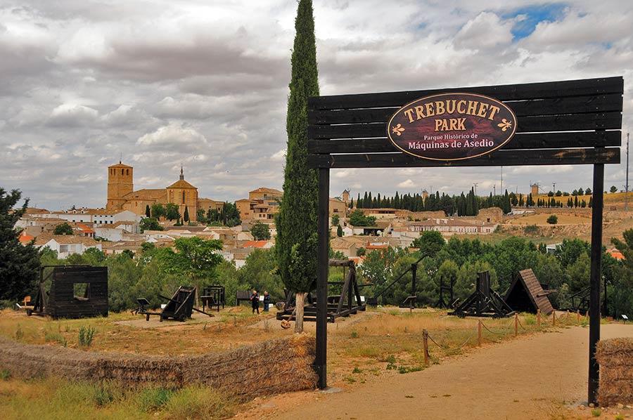 trebuchet park, castillo belmonte