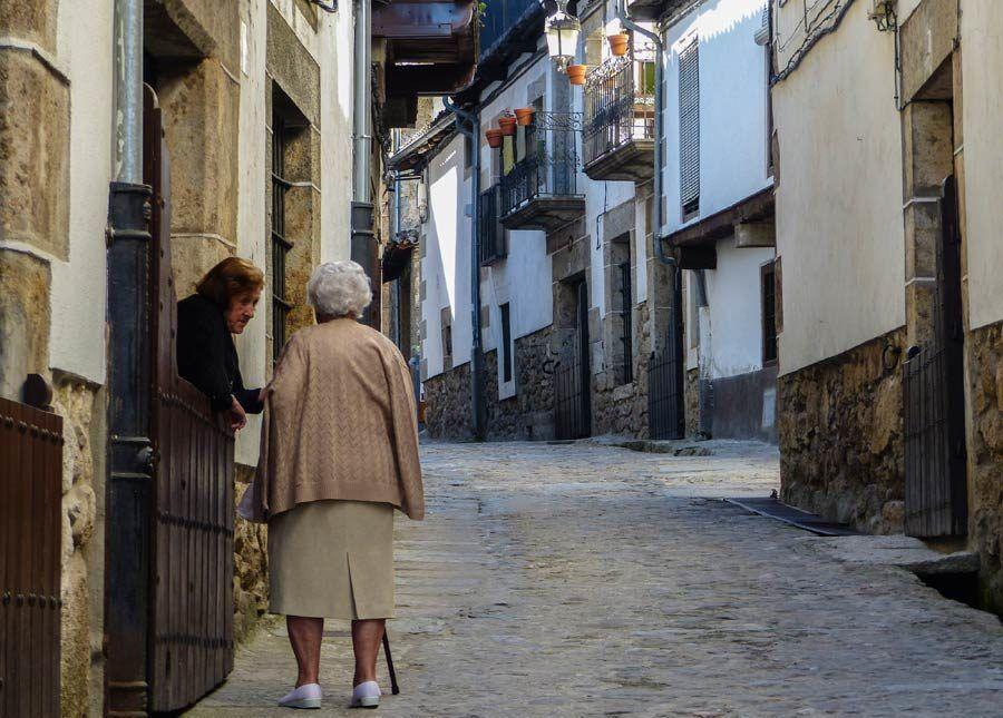 vecinas de Candelario, batipuerta