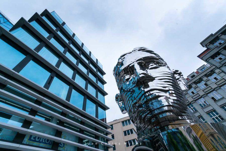 escultura David Cerny, que ver en praga
