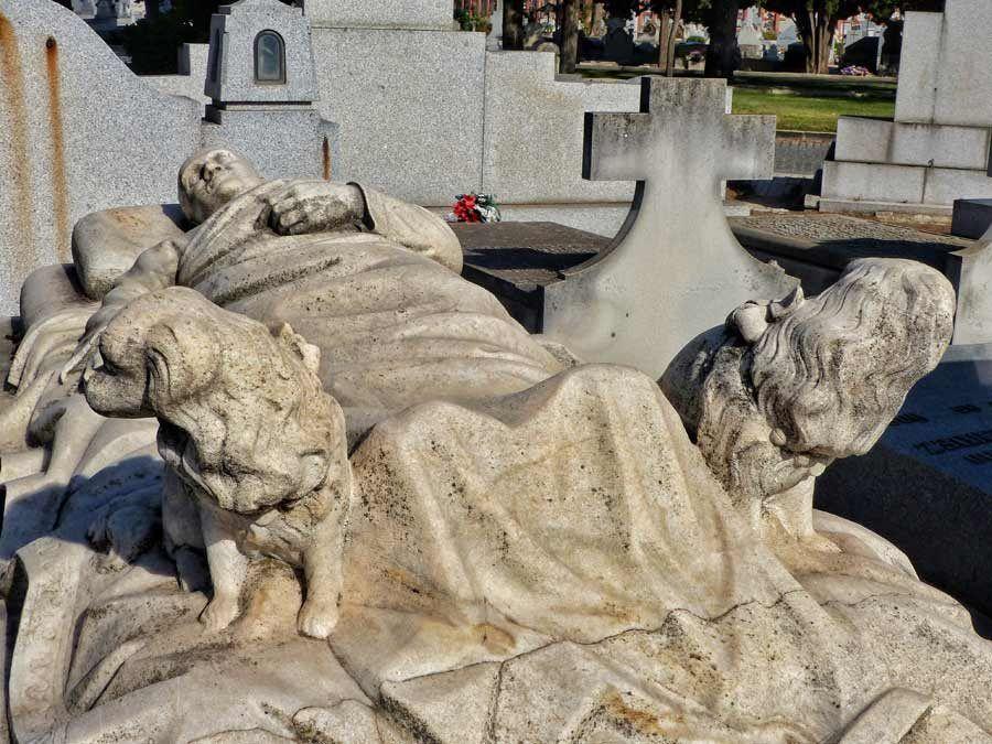 tumbas cementerio almudena