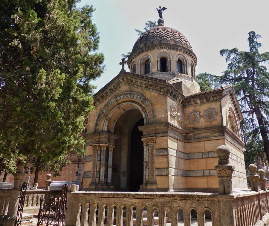 Panteones antiguos del cementerio de la Almuden