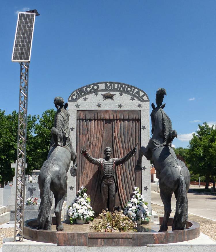Tumba del circo, cementerio de la almudena