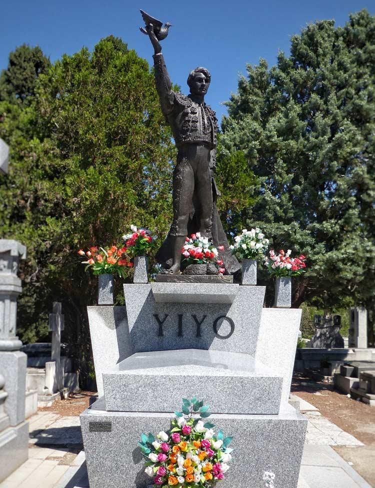 tumba yiyo, cementerio almudena