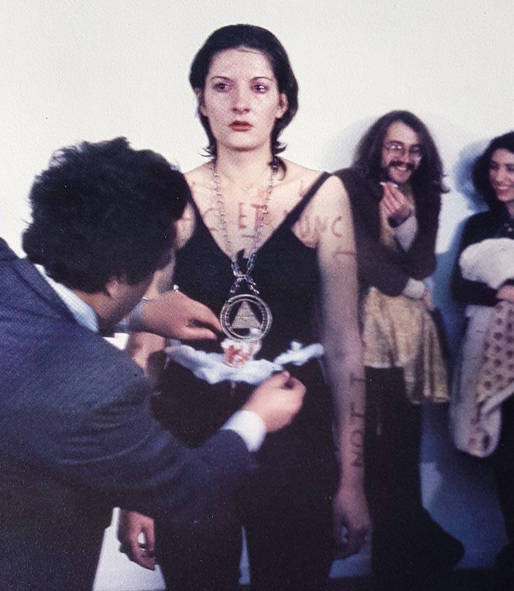 Performance de Marina Abramovic, libros mujeres artistas
