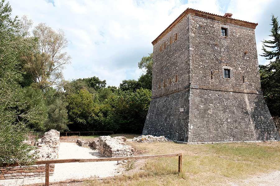 ruinas butrinto, torre veneciana, viaja albania