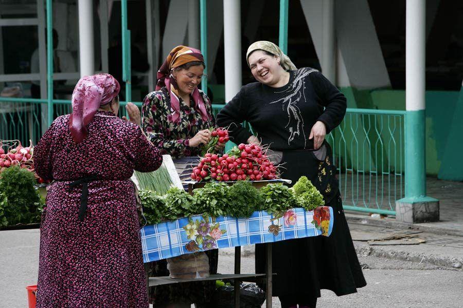 Mujeres en el mercado de Tashkent