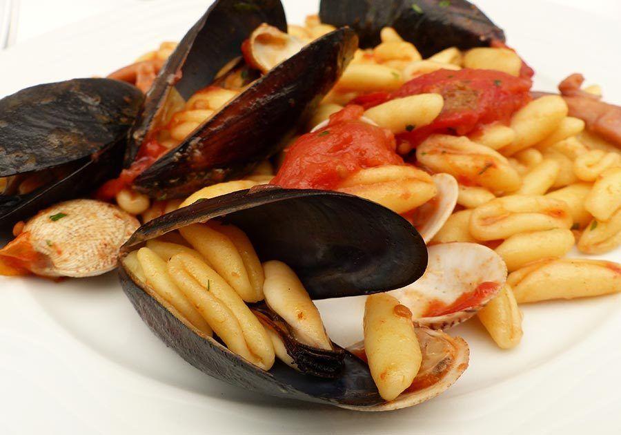 cavatelli alle frutti di mare, gastronomia puglia