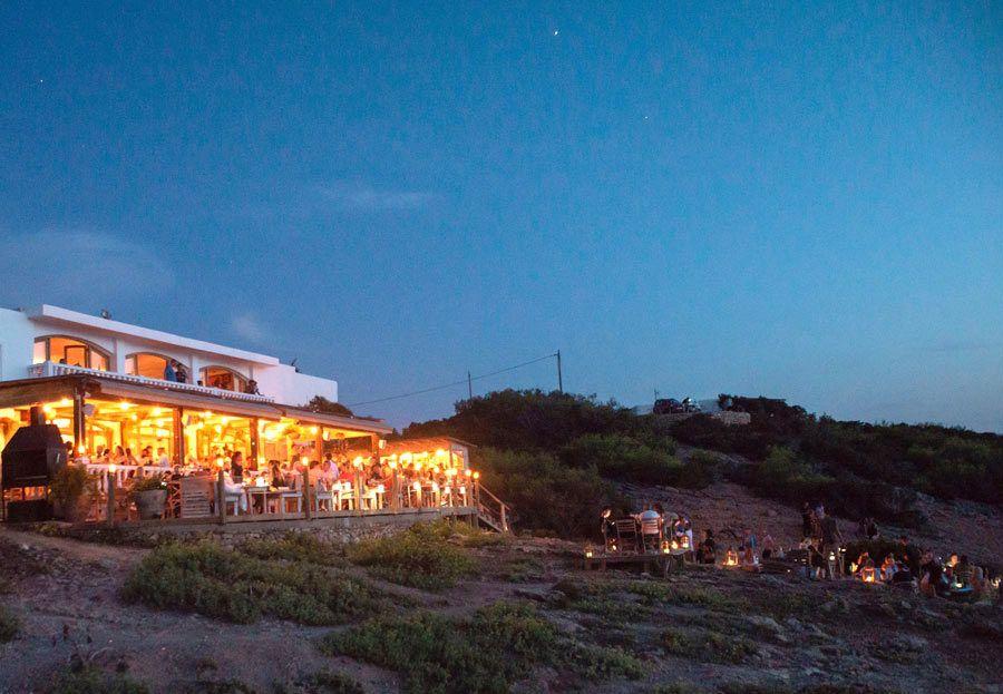 Terraza del Hostal La Torre, ibiza romantica, ibiza en pareja, restaurantes romanticos ibiza