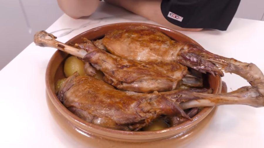 lechazo castilla y leon, platos tradicionales espanoles, 7 platos tipicos espana
