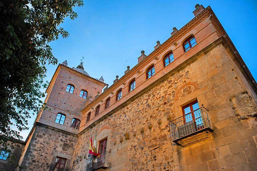 palacio moctezuma, palacios caceres, viajes mujeres