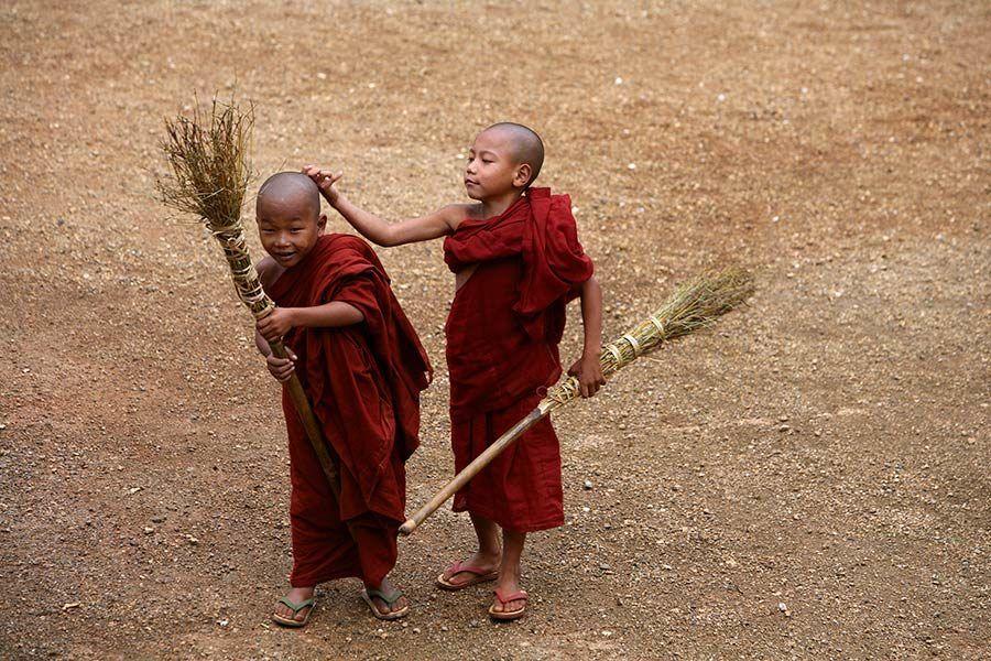 myanmar, ninos budistas