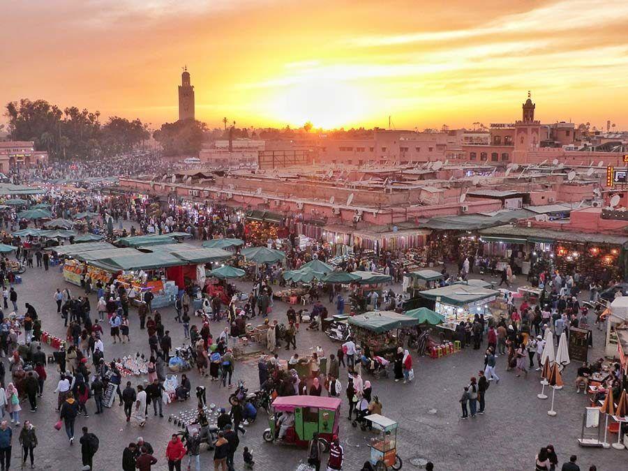 plaza jemaa el fna, viaje marruecos mujeres