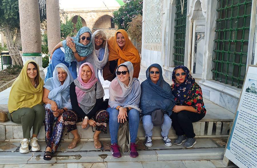 grupo de mujer y viajera