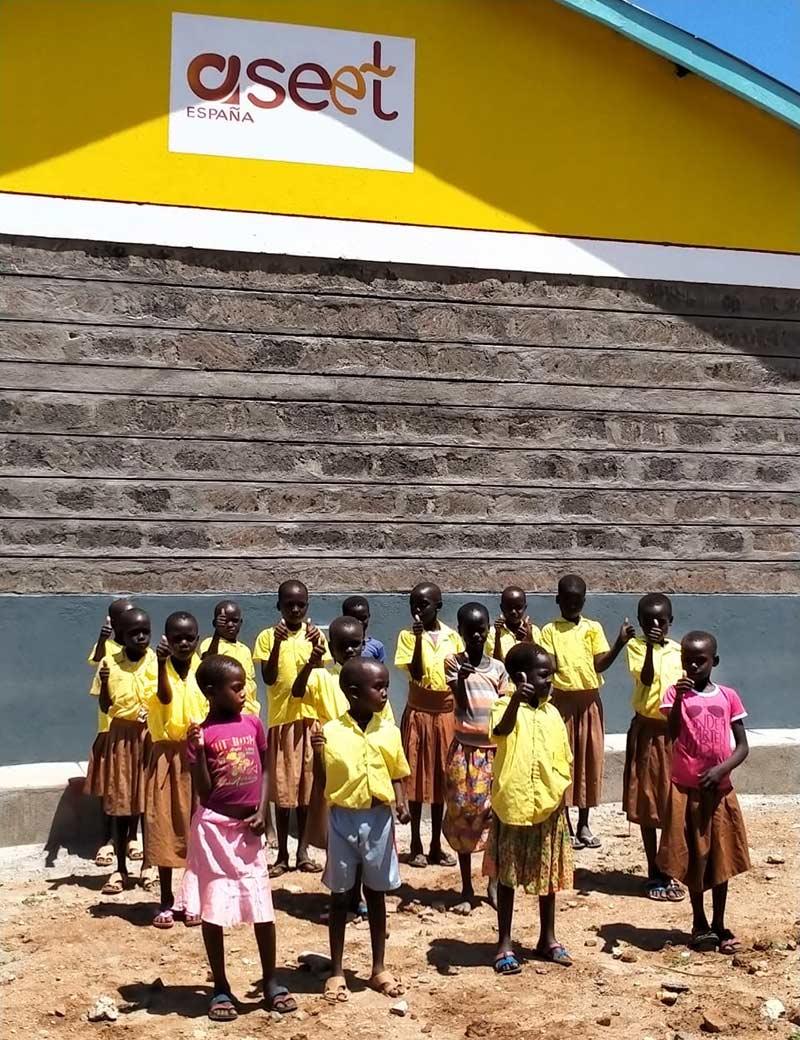 cuento de luz school, ninas kenia, fundacion vipeika, aseet
