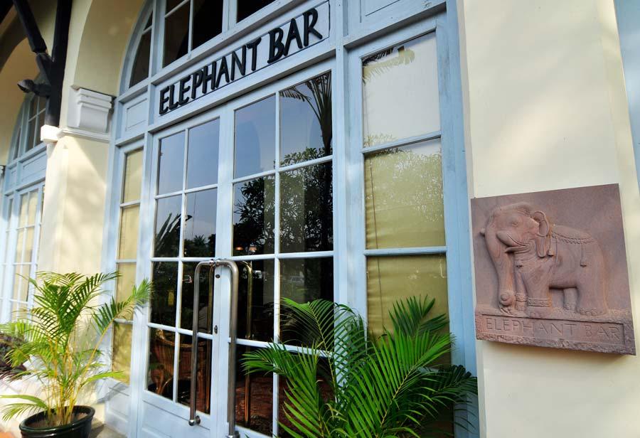 Elephant Bar, hotel raffles